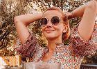 Nieumalowana Katarzyna Zielińska odpoczywa na tarasie. Już go ozdobiła na jesień. Internauci: Raj na ziemi
