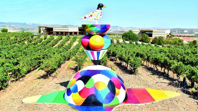 'Odkorkuj swoje życie!' to hasło Campo Viejo promujące codzienną radość. Zainspirowani nim artyści Remed i Okuda stworzyli tę wesołą rzeźbę w samym środku winnicy
