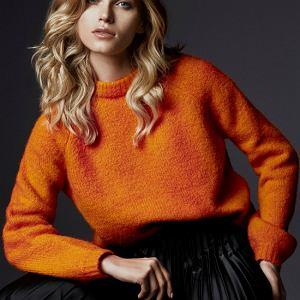 Pomarańczowy sweter z wełną