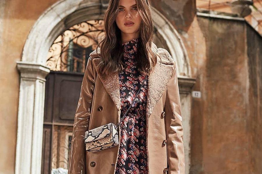 sukienka w kwiaty na jesień