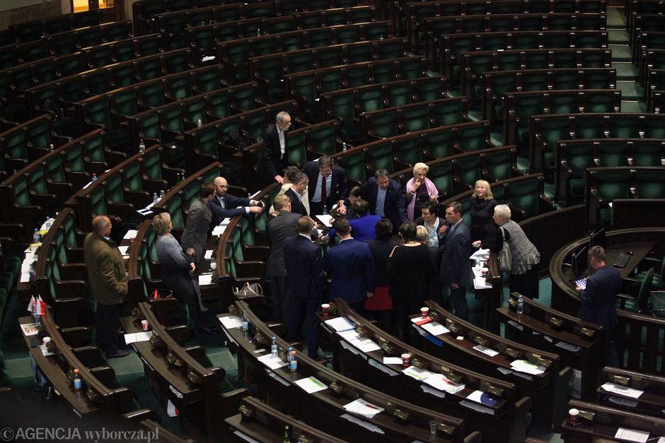 Protest opozycji po wykluczeniu z obrad 33. posiedzenia Sejmu posła PO Michała Szczerby