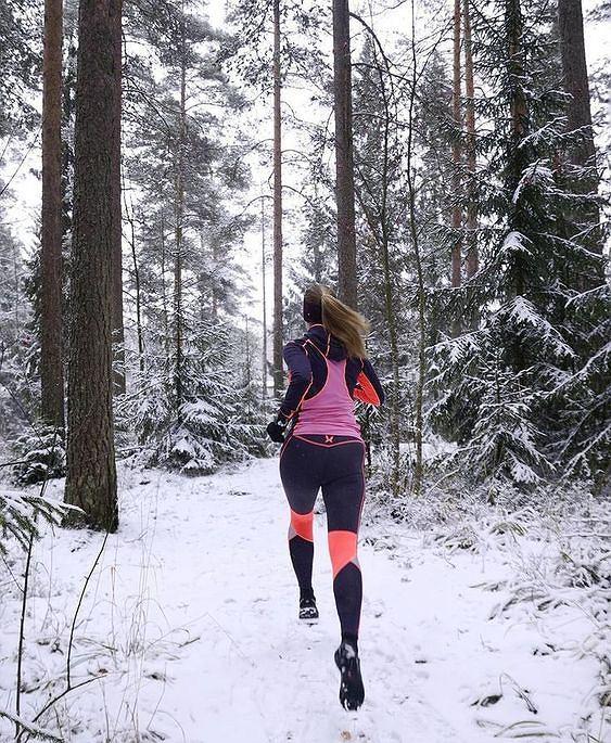 Bielizna termoaktywna doskonale sprawdza się także w trakcie zimowych treningów biegowych.
