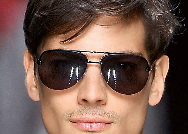 Modne okulary przeciwsłoneczne do 300 zł. Okulary przeciwsłoneczne typu aviator z kolekcji lato 2012 firmy Richmond
