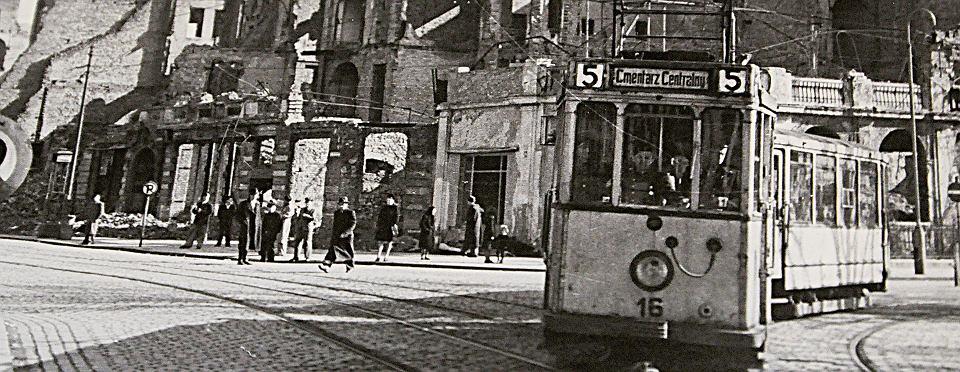 Powojenny Szczecin był najniebezpieczniejszym miastem w Polsce. Terror siali czerwonoarmiści, bandy, często międzynarodowe, napadające na wjeżdżające do Szczecina pociągi z osadnikami, polskie szajki szabrowników i przemytników