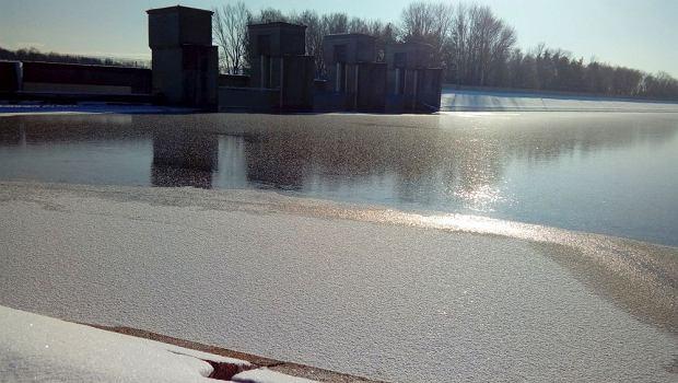 Zdjęcie numer 2 w galerii - Jezioro Goczałkowickie zamarza.