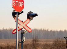 """""""Baczność!"""" nie przed każdym przejazdem kolejowym. Maszyniści nie będą już tak często trąbić. Ustawa zabroni"""
