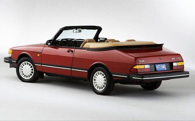 900-ka pierwszej serii ze składanym dachem i silnikiem Turbo o mocy 175 KM należy dziś do najbardziej pożądanych modeli Saaba
