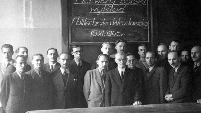 Wrocławscy uczeni musieli kłaść dachy, szklić okna i odpierać najazdy rabusiów [SPACER Z MACIEJEWSKĄ]