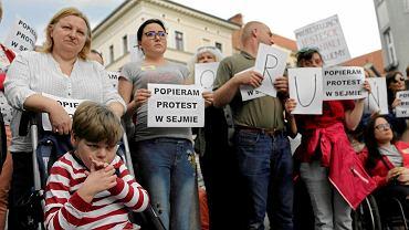 Protest osób niepełnosprawnych.