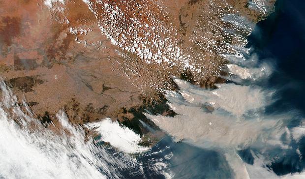 Australia. Pożary widać z kosmosu. Zdjęcie NASA z 4 stycznia 2020 r.