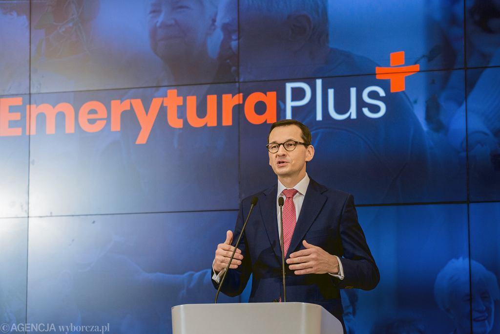 Premier Mateusz Morawiecki podczas konferencji prasowej dotyczącej programu Emerytura Plus, 7 marca 2019.