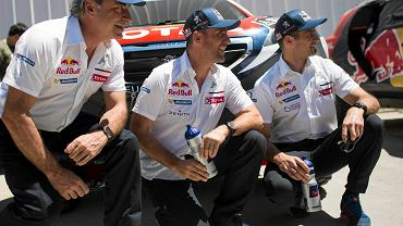 Kierowcy Peugeota Carlos Sainz, Stephane Peterhansel i Cyril Despres