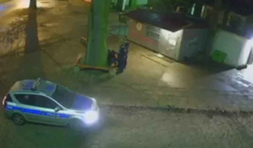 Nagranie z monitoringu pokazujące interwencję policji w Nowym Czarnowie