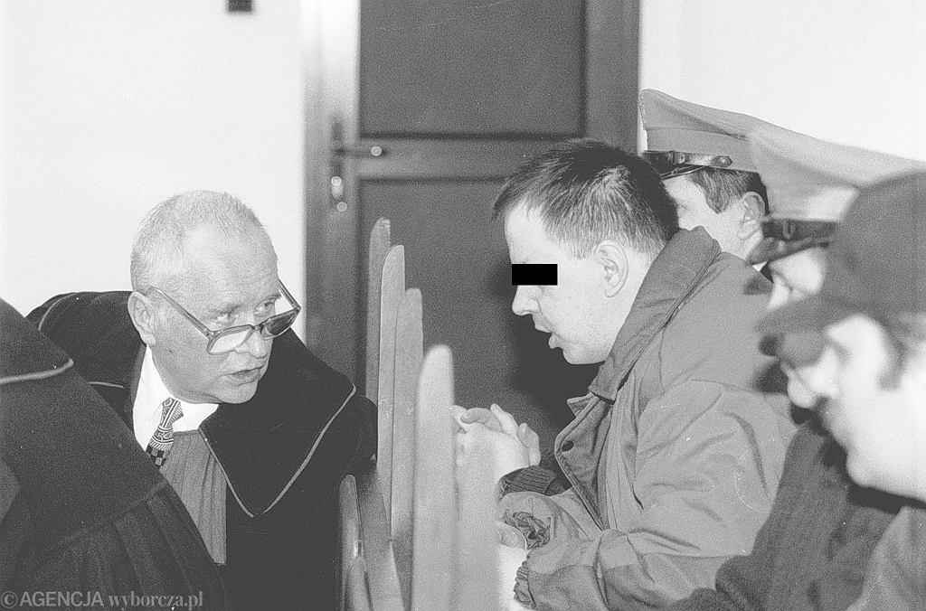 Leszek Pękalski naradza się z prawnikiem (fot. Jacek Balk / Agencja Gazeta)