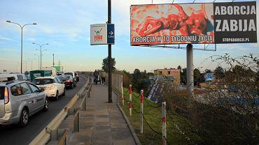 Gigantyczny billboard z martwym płodem przy Płowieckiej.
