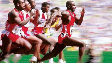 Igrzyska w Seulu w 1988 r. Ben Johnson urywa się grupie i biegnie po złoto oraz nowy rekord świata na 100 m. Trzy dni później zostanie pozbawiony jednego i drugiego po wykryciu w jego organizmie dopingu