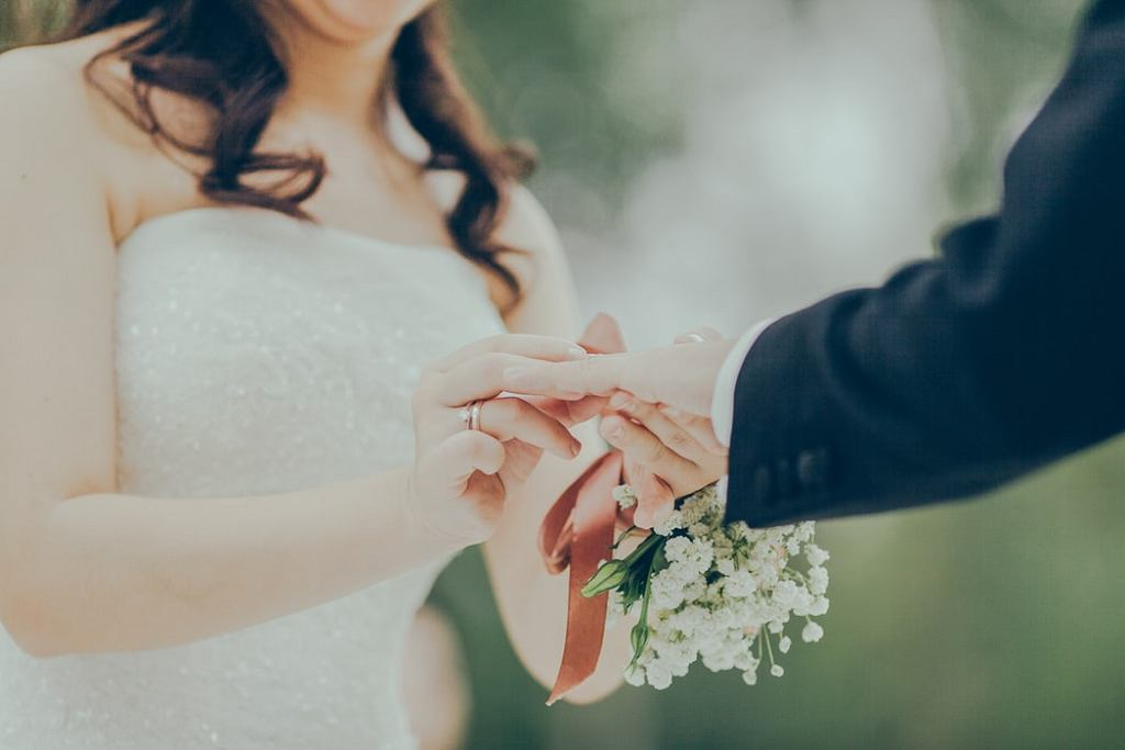 Teściowa chciała dopiec pannie młodej i zaliczyła na ślubie największą możliwą wpadkę
