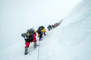 """Czy Mount Everest może teraz zdobyć każdy? """"Bzdurną jest opinia, że jeśli ktoś ma pieniądze, to go tam wniosą"""""""