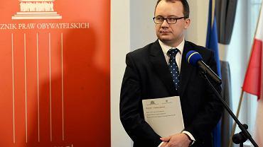 Rzecznik Praw Obywatelskich Adam Bodnar podczas konferencji dot. raportu wspolnego Zespolu Ekspertow ds. Alimentów. Warszawa, 9 lutego 2017