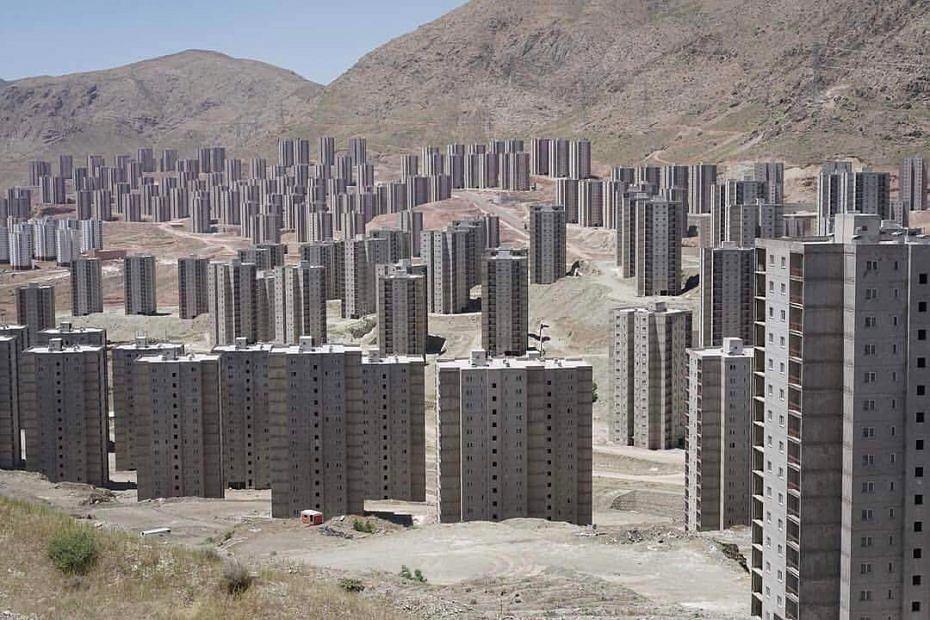 Osiedle pod Teheranem pożera pustynia