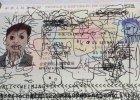 """Obywatel Chin zatrzymany na lotnisku, ponieważ jego syn postanowił """"ozdobić"""" paszport taty"""