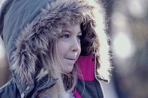Kombinezony i kurtki zimowe dla dziewczynek - 21 najładniejszych modeli [PRZEGLĄD]