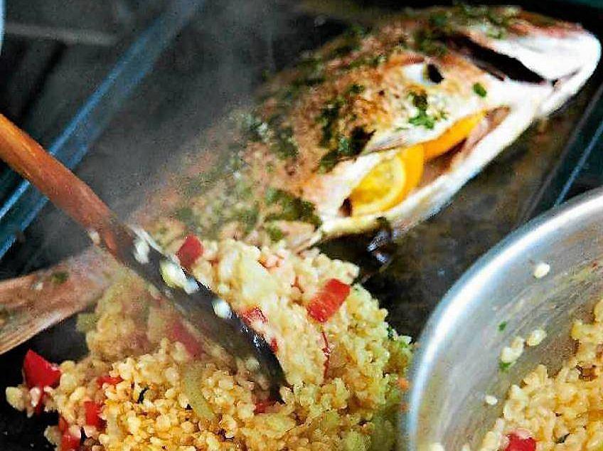 Pieczona ryba z kaszą bulgur