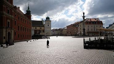 Pandemia koronawirusa. Kwarantanna, ludzie siedzą w domach, opustoszałe miasto. Plac Zamkowy, 22 marca 2020