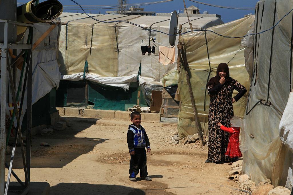 Uchodźcy w nieformalnym obozowisku w prowincji Akkar w Libanie