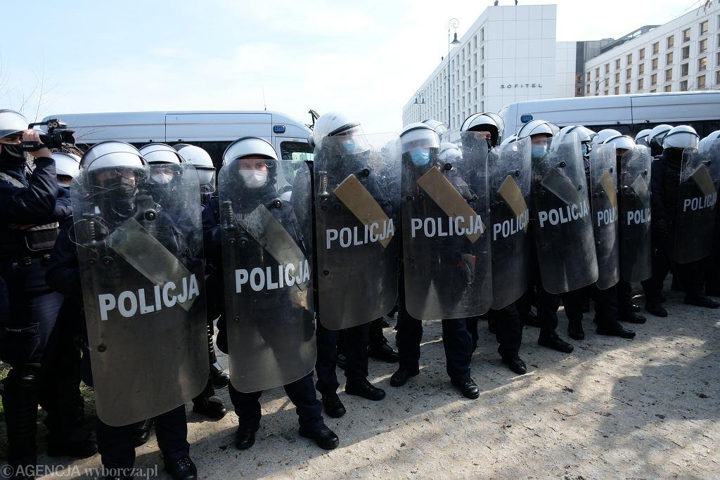 Protest w okolicach placu Piłsudskiego, Warszawa, 10.04.2021