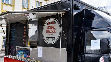 Gdynia. Wyjątkowy food truck w Gdyni. Pracują w nim osoby wykluczone społecznie