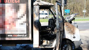 Spalona furgonetka antyaborcyjna
