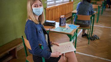 30.04.2021. 11 LO w Łodzi. Zakończenie roku szkolnego maturzystów w czasie epidemii koronawirusa