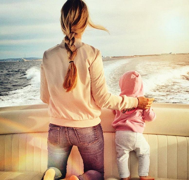 Kłopotliwe zdjęcie. Żona i córka Rosberga