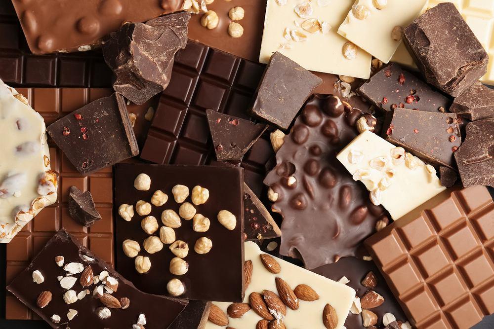 Czekolada występuje w kilku odmianach, ale do najpopularniejszych zalicza się czekoladę gorzką, mleczną i białą.