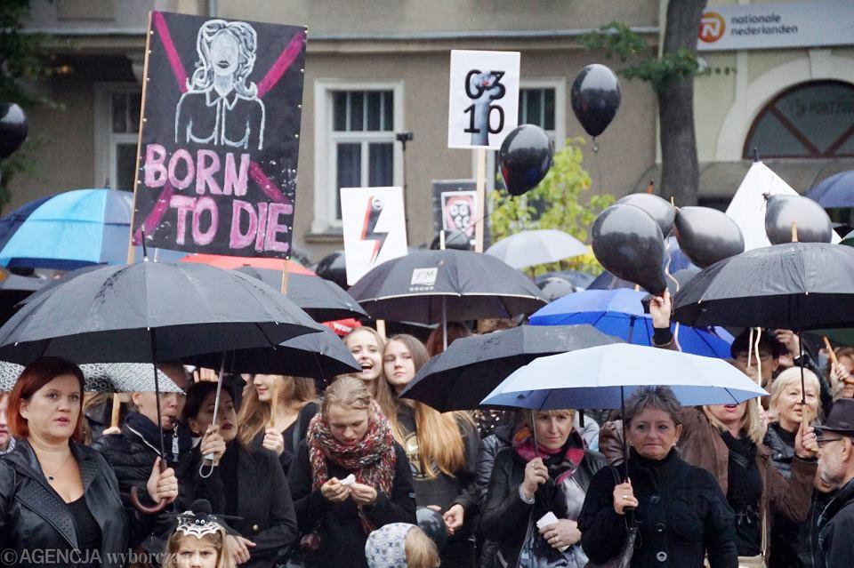 Zdjęcie numer 45 w galerii - Czarny protest w Zielonej Górze: