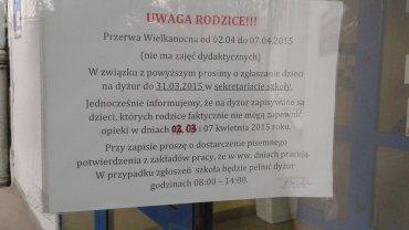 Taka kartka wisi na drzwiach jednej z poznańskich szkół. Czy żądania w niej zawarte są pełnoprawne?