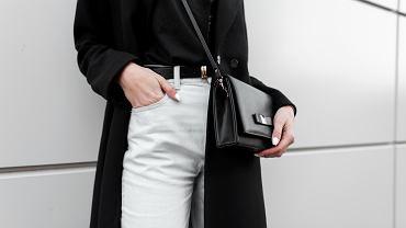 Hitowe białe spodnie damskie za niecałe 30 zł. Te kroje optycznie wysmuklają sylwetkę