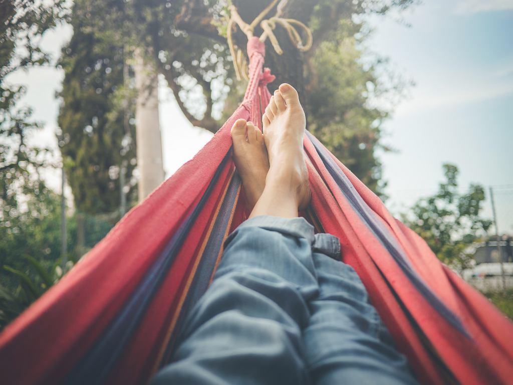 Domowe sposoby na odciski powinny też im zapobiegać, a to sprowadza się do tego, żeby o stopy dbać na co dzień