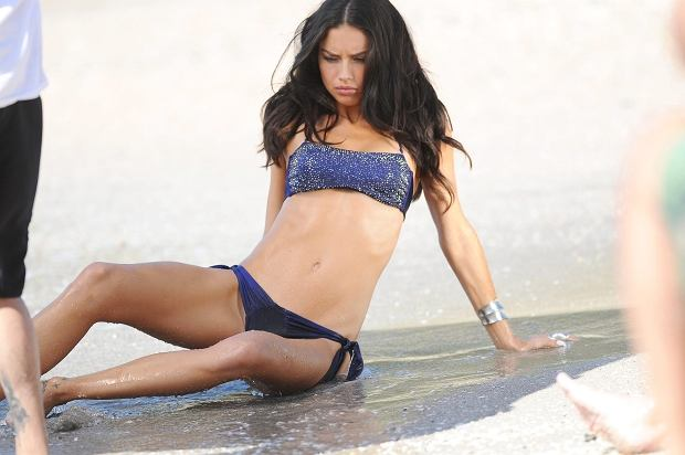 FRANCE SAINT BARTHELEMY 26/01/2012    Victoria's Secret Angel Adriana Lima in Saint Barth.