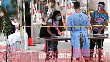 Punkt wykonywania testów na koronawirusa na Florydzie. W stanie wykryto dotychczas 315 tys. przypadków koronawirusa, zmarło 4,6 tys. osób