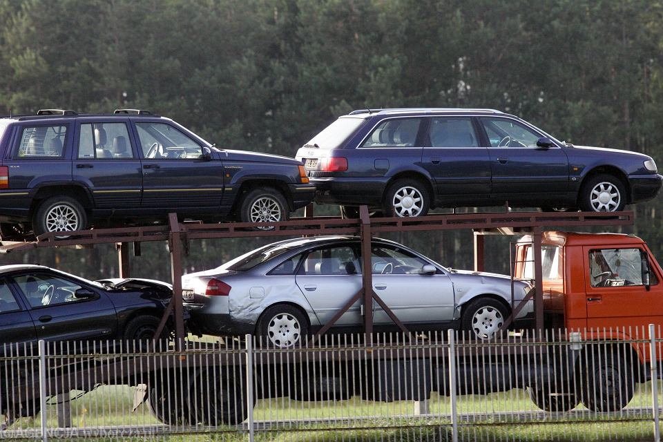Napływ używanych aut do Polski zagraża rządowym planom elektryfikacji motoryzacji.