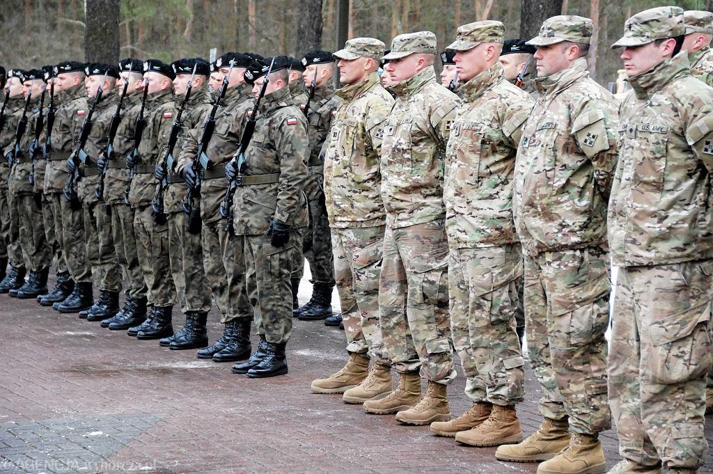 Wojskowe przywitanie amerykańskich żołnierzy w Żaganiu. 12.01.2017 r.