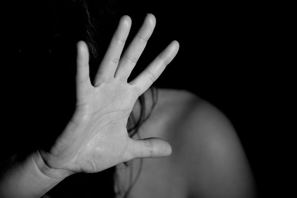 Ofiary przemocy domowej są często bezradne (fot. pexels.com)