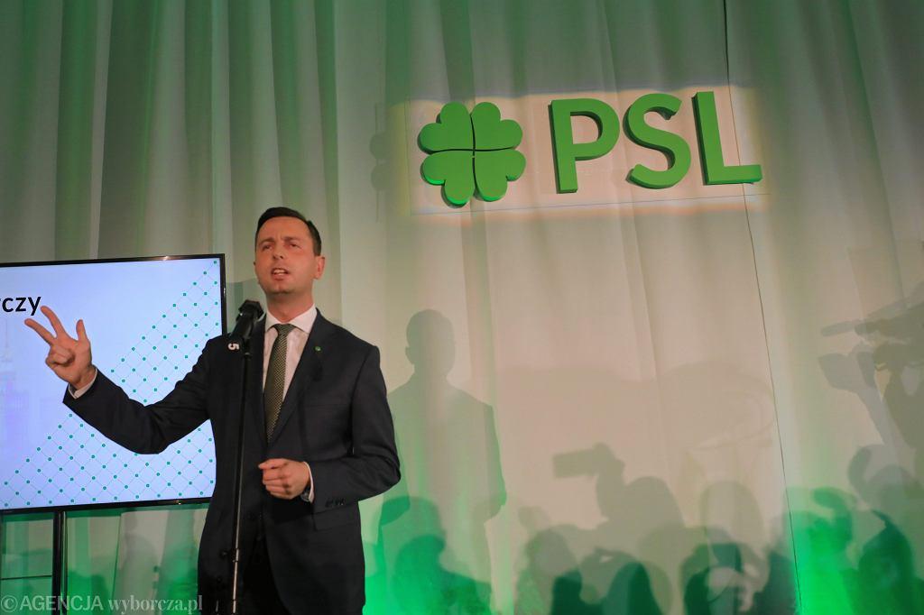 Szef ludowców Władysław Kosiniak-Kamysz podczas wieczoru wyborczego PSL. Warszawa, 21 października 2018