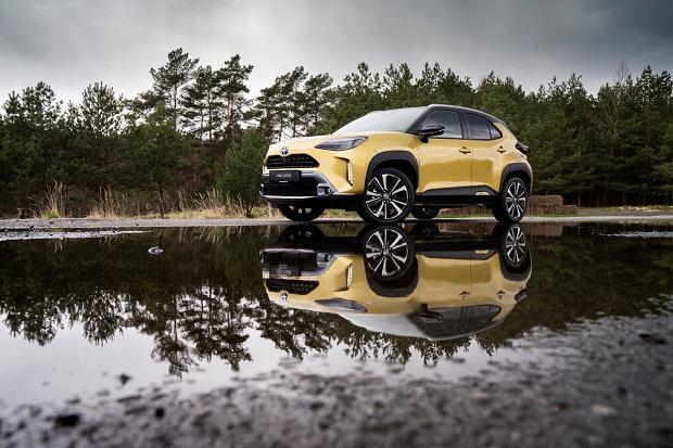 """Toyota Yaris Cross debiutuje w Polsce. Jeszcze jej nie ma, a już zamówiono 450 egzemplarzy """"w ciemno"""""""