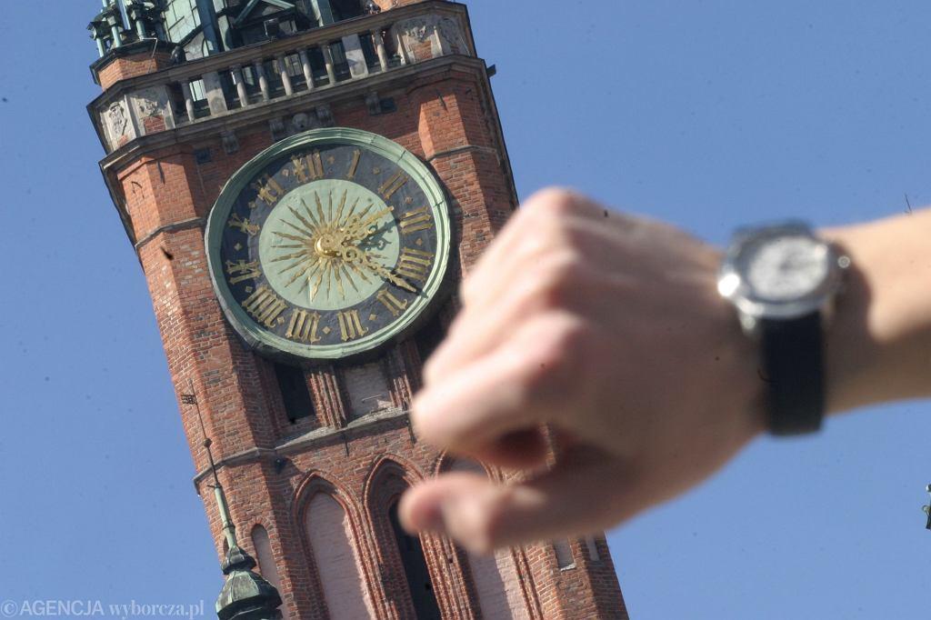 Zmiana czasu październik 2020. Kiedy przestawiamy zegarki na czas zimowy? Będziemy spać krócej czy dłużej?