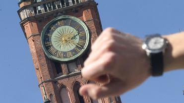 Zmiana czasu październik 2019. Kiedy przestawiamy zegarki na czas zimowy? Będziemy spać krócej czy dłużej?