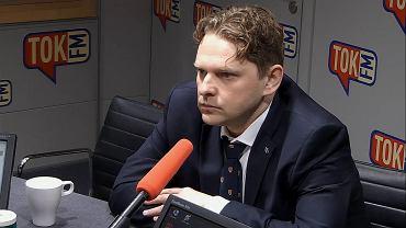 Poseł Marek Opioła (PiS) w Radio TOK FM mówił o nagrodach dla członków rządu Beaty Szydło.