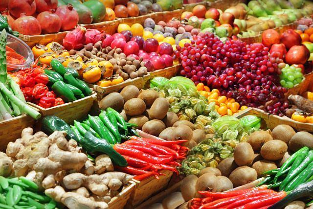 Z ostatnich badań wynika, że spożywanie 7 porcji warzyw i owoców dziennie pozytywnie wpływa na nasz stan psychiczny